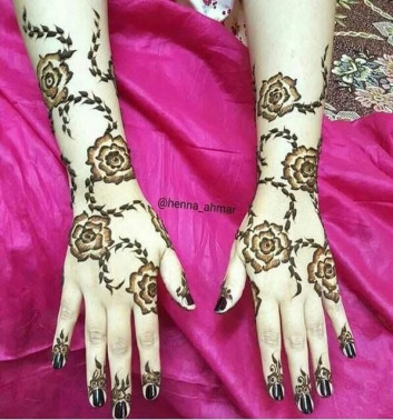 Lines and Patterns women Mehndi Designs