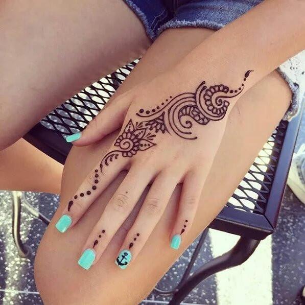 Stylish simple hands mehndi designs