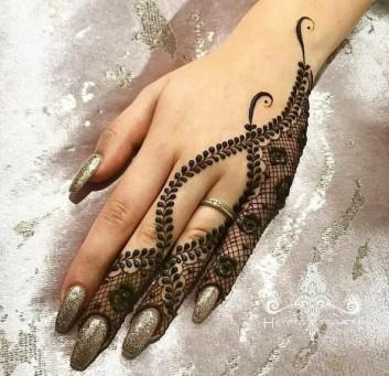 half backhand mehndi designs