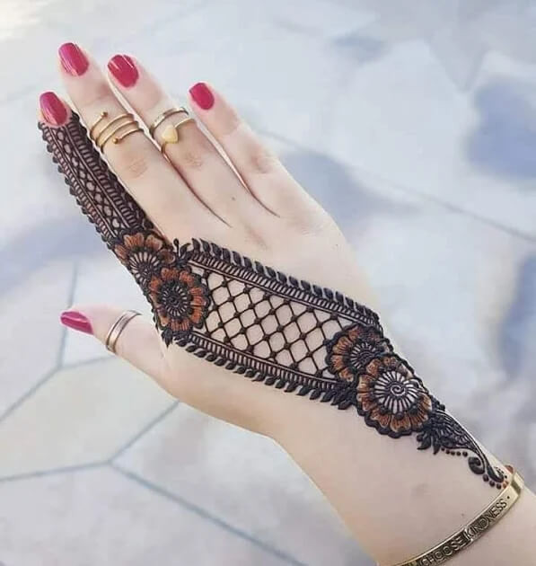 sharp backhand mehndi designs