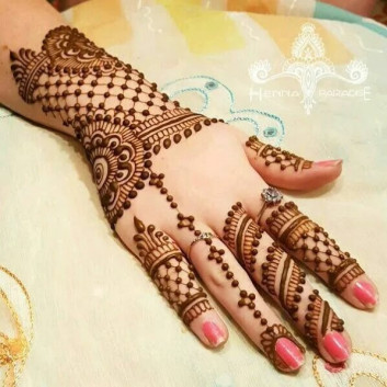 girls backhand mehendi designs