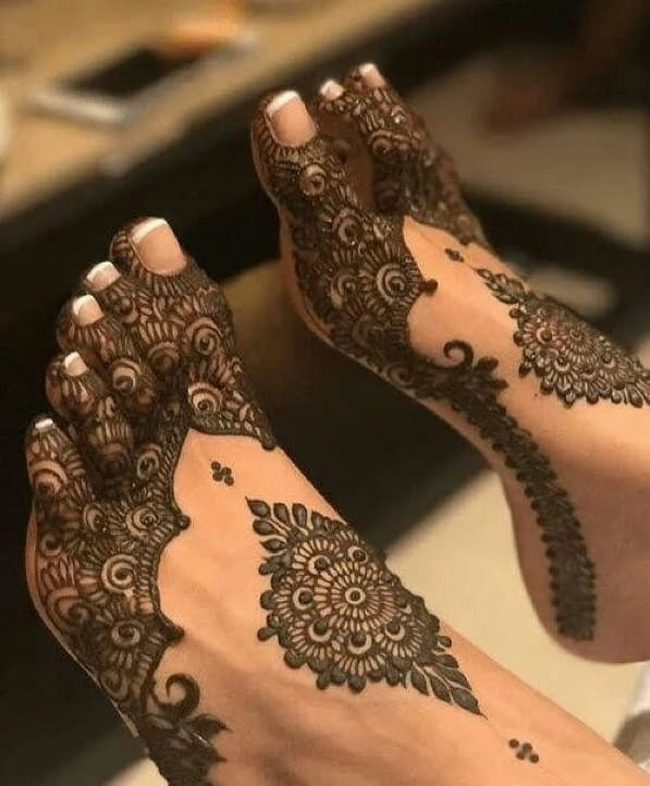 full new year foot mehndi designs ideas