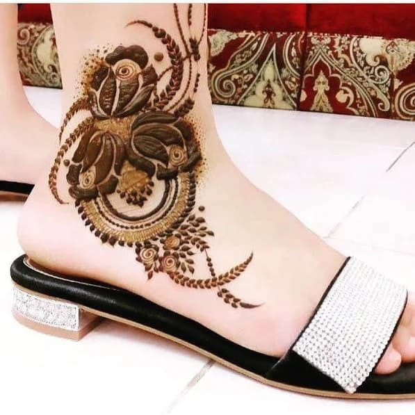 73+ Most Trendy Feet Mehndi Designs for New Year , Sensod