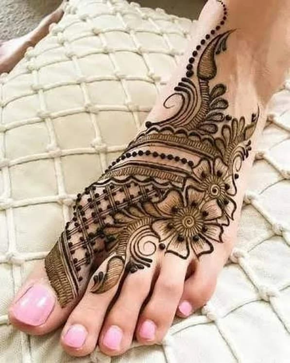 adorable new year  foot mehndi designs ideas
