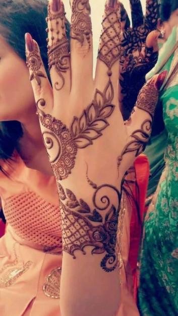 Elegant Mehndi Design for women