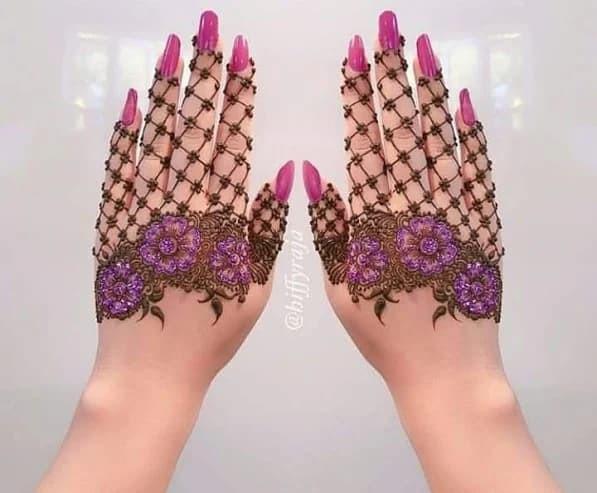 Elegant Arabic Mehndi Design for Back