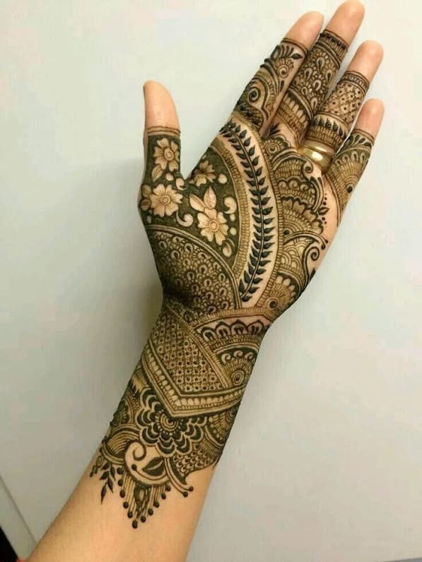 Most beautiful Henna Designs For Women in new year