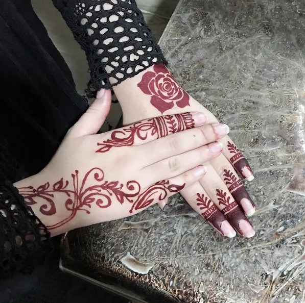 really simple backhand mehndi designs
