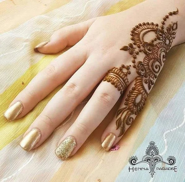 Latest Adorable Mehndi designs for Girls 2018