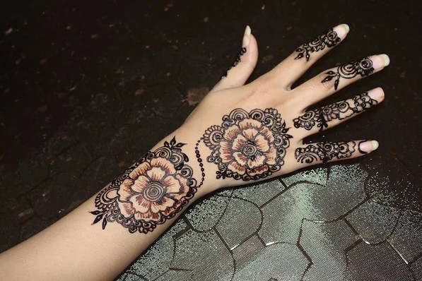 Simple and beautiful henna designs
