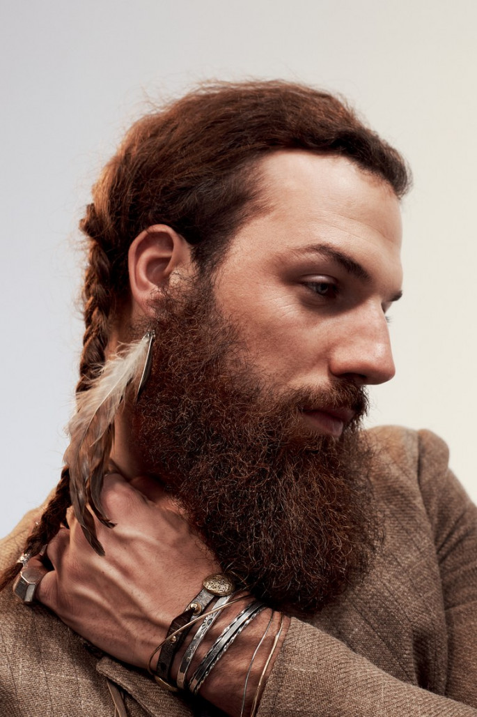 Wispy Chin to Shoulder Length Hairstyles for Men with Fine Hair
