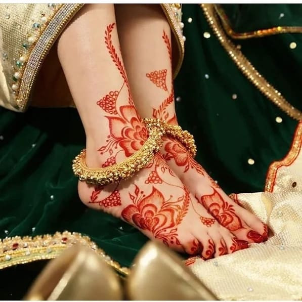 unique new year  foot henna designs ideas