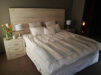16 creative pallet bedside table ideas
