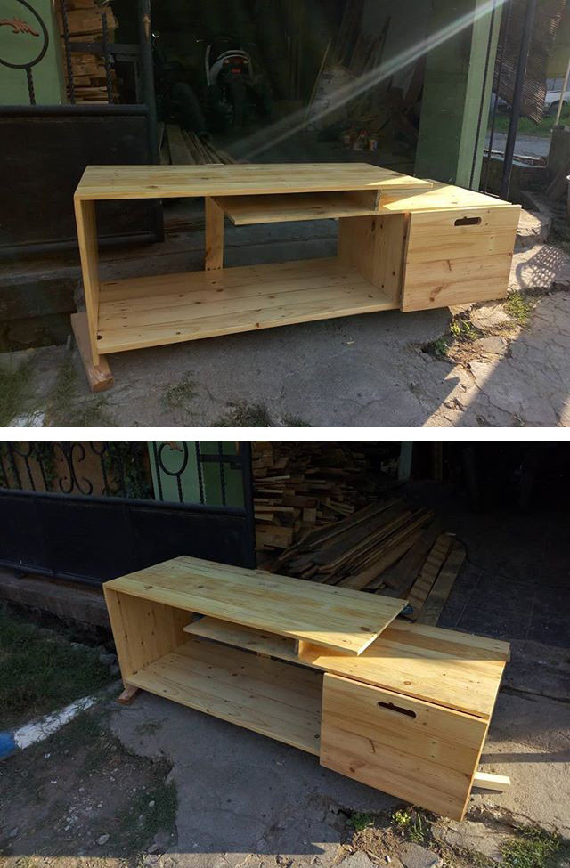 Pallet media stand