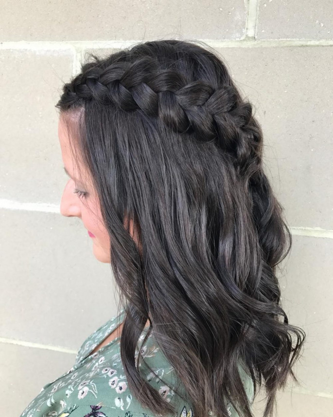 Soft Side Braid Medium Length Hairstyle for Women
