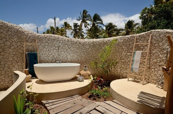 Some lush and palatial ideas for the open bathroom