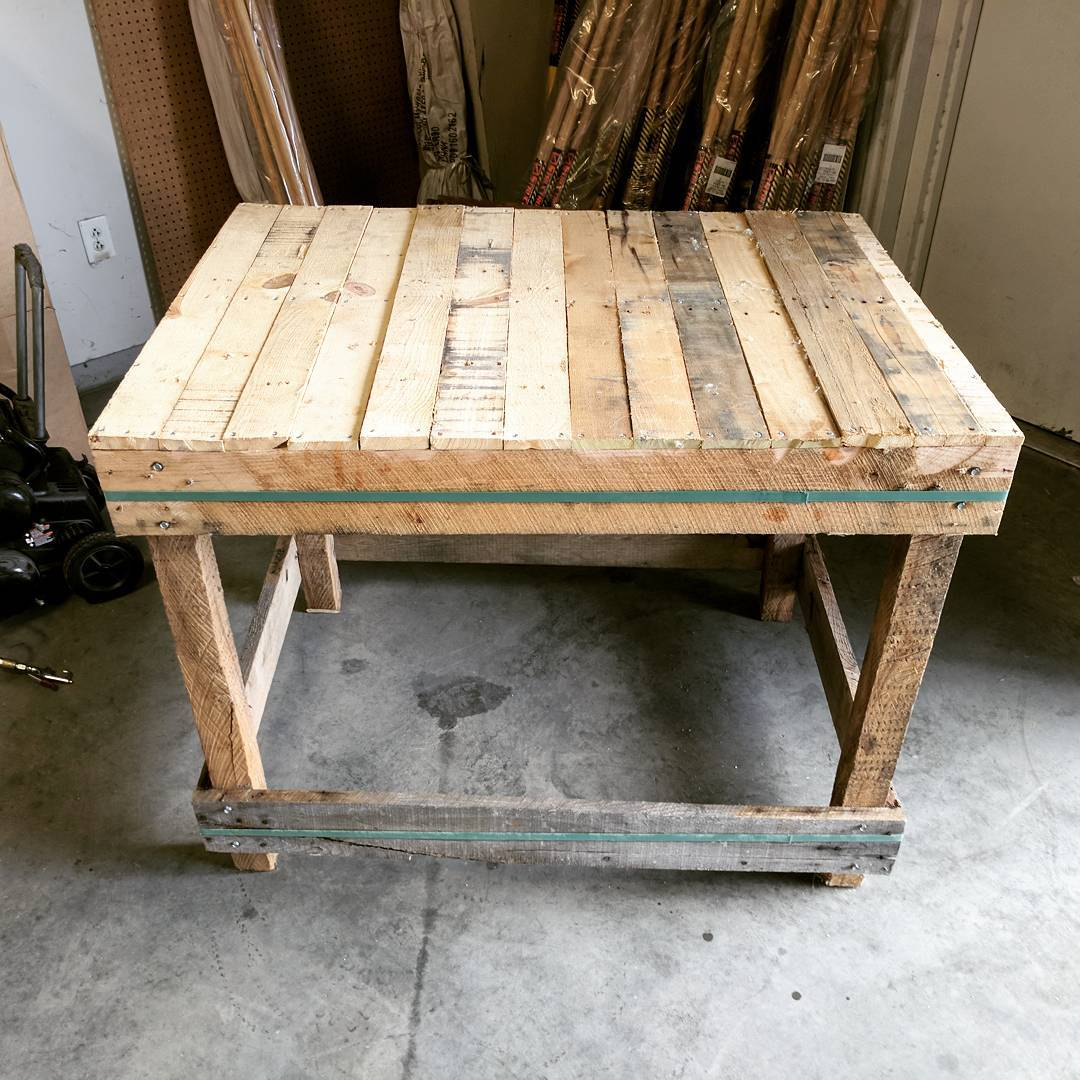 Pallet Bench Furniture Ideas For Your Office