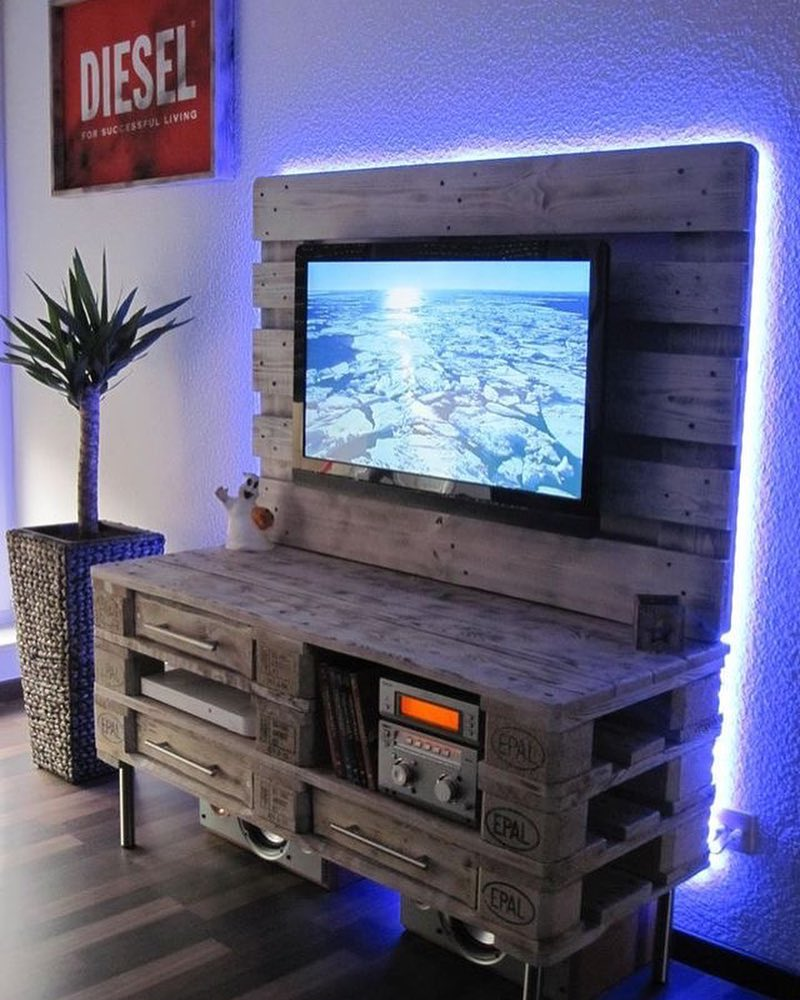 Upcycling pallet TV stand